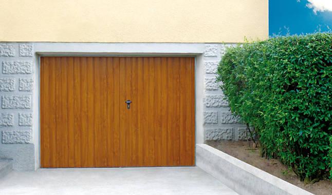 les portes de garage battantes portes cl tures. Black Bedroom Furniture Sets. Home Design Ideas